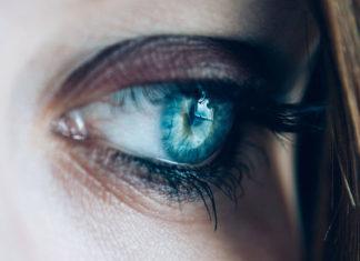 Okulista dzięki laserowi może wyleczyć jaskrę
