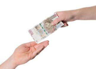 Życie na kredyt – dlaczego coraz chętniej sięgamy po pożyczki ratalne