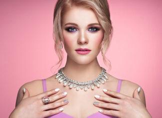 Jak dobrać biżuterię do sukienki