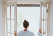 Jakie firanki na okna balkonowe
